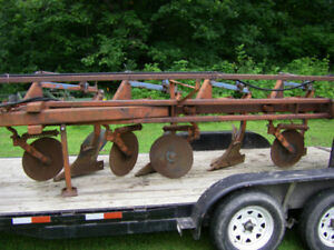 3 and 4 Furrow Plows & Round Bale Grabber