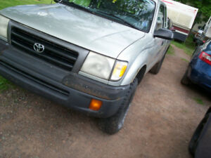 2000 Toyota Tacoma Pre Runner 2wd. ext cab 4 cyl. auto.