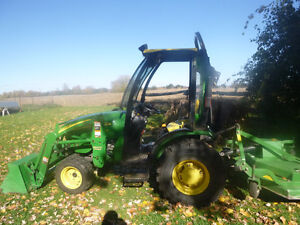 John Deere 2520 Compact tractor - fully accessorized