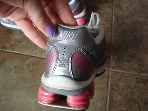 Nike Shox size 6.5 women or 4.5 youth London Ontario image 6