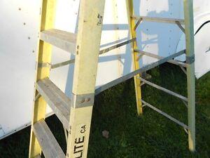 LADDER FIBERGLASS  8 FOOT TALL Windsor Region Ontario image 4