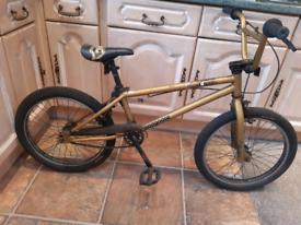 """Boys mongoose stunt Bmx 20"""" wheels"""