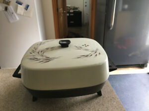 ELECTRIC FRYING PAN - GOOD CONDITION - WORKS GREAT!