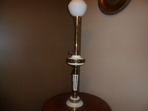 Vintage Stiffel Holywood Regency Table Lamp
