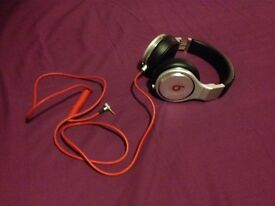 Monster beats pro by dr. dre / HIGH PERFORMANCE PROFESSIONAL HEADPHONES