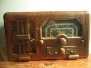 VINTAGE ANTIQUE 1930s ROGERS RADIO   IN NEED OF RESTORATION