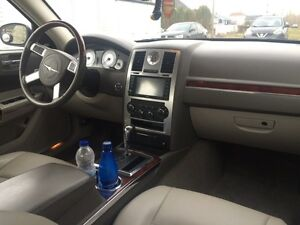 Chrysler Luxory 300C V8 HEMI 2010 (37000km) serious offers only West Island Greater Montréal image 7