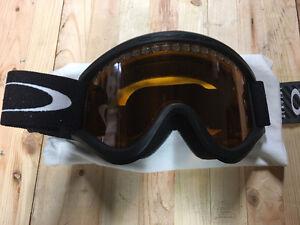 Oakley Ski/Snowboard Goggles - Great Condition!