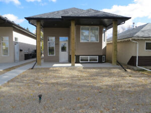 Spacious Newer 3 Bedroom Upper Suite Near Parks and Schools