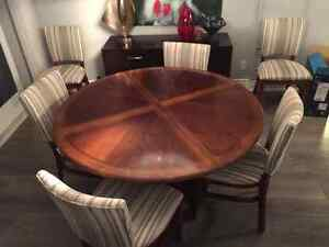 Selling dining room table and chairs!
