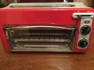 Hamilton Beach 22703H Toastation Toaster and Oven Red