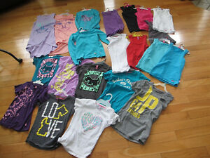 LOT DE VÊTEMENTS JOSHUA PERET (CAMISOLES, JUPES, T-SHIRT, CHANDA
