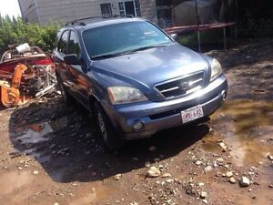 Parting out 03 Kia Sorento!!