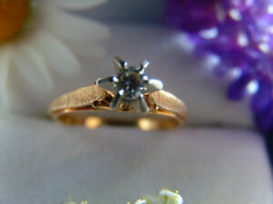 Stunning, Solitaire 14k, approx .25c diamond ring.