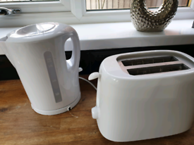Small toaster and kettle
