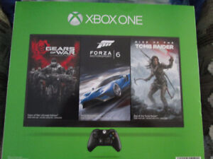 BRAND NEW XBOX ONE DELUXE  BUNDLE 2 CONTROLLERS HALO LTD EDITION