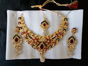 Necklace with earing and tika