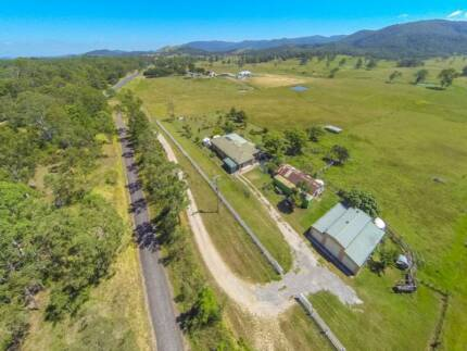 40 LUSH ACRES * 5 BEDROOM HOME * Mt. VIEWS Woodford Moreton Area Preview