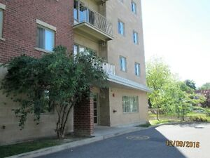 5 1/2 CONDO IN OLD ST.LAURENT, CLOSE TO METRO & 2 CEGEPS