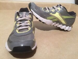 Women's Reebok VibeTech Running Shoes Size 7.5