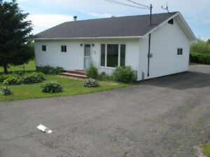 Beautiful, Cozy Easy to Heat Bungalow in Springhill NS.