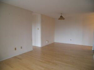 Spacious 2 Bed + Den the Heart of Downtown, Utilities Included! Kitchener / Waterloo Kitchener Area image 5
