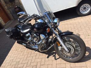 Yamaha Vstar 1100 (modèle custom rare), Excellente condition!