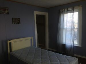 FURNISHED 8 BED ROOM-3 BATHROOM HOME FOR CONTRACTORS Peterborough Peterborough Area image 9