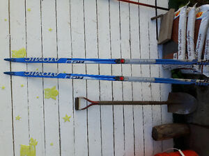 2pairs of Atomic Salomon cross-country skis for sale