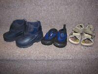 Bottes + sandales plage + sandales (tous garçon)