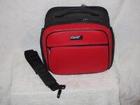Beneton Cosmetic Travel Bag / Sac de voyage pour cosmétiques City of Montréal Greater Montréal Preview