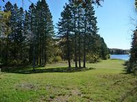 Terrain sur le bord du lac des Sables à Ste-Agathe des Monts