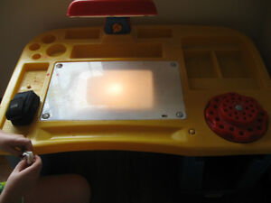 Little Tikes Desk with 2 lamps Windsor Region Ontario image 3