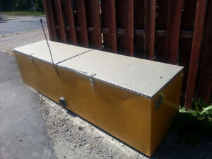 LARGE ALL ALUMINUM CONTAINER FOR STORAGE IN OR OUT