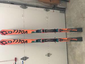 Volkl Racetiger GS 180 Skis