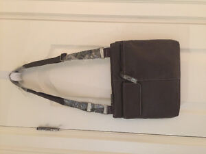 ROOTS leather Canada Cross body BRAND NEW with tags