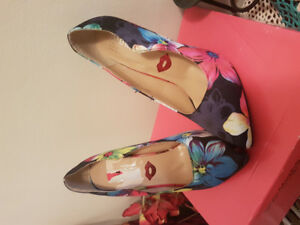 Chaussures neuves ( marque red kisses)