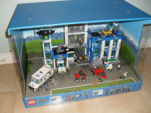 Lego City Store Display Sets 60043 & 60047