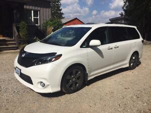 2016 Toyota Sienna SE Minivan, Van