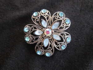 FLOWER SHAPED BROOCH WITH BLUE STONES