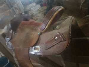 14 inch barrel saddle. 7 inch gullet