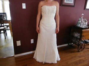 BEAUTIFUL WEDDING DRESS FOR SALE Campbell River Comox Valley Area image 1