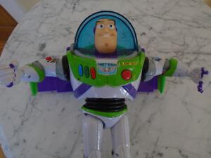 robot Buzz L éclair /Toy Story/ Histoire de jouet parle anglais