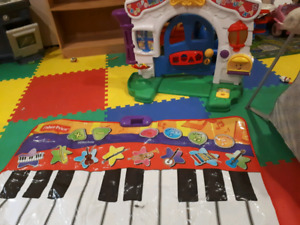 Fisher Price electric keyboard and house