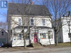 2 Unit apartment bldg, large enclosed porch, motivated sellers!