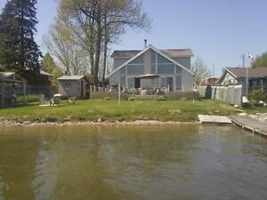 beautiful Waterfront cottage for rent./Weekly.