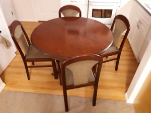 Solid wooden pedestal table + 4 chairs