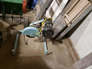 Complete target 120/240 volt 10 in wet tile saw Regina Regina Area image 3
