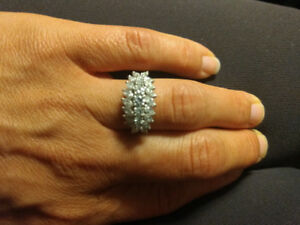 Beautiful platinum diamond ring