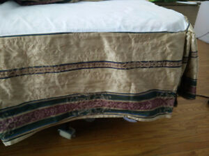 Like New King Bed Cover, used few times